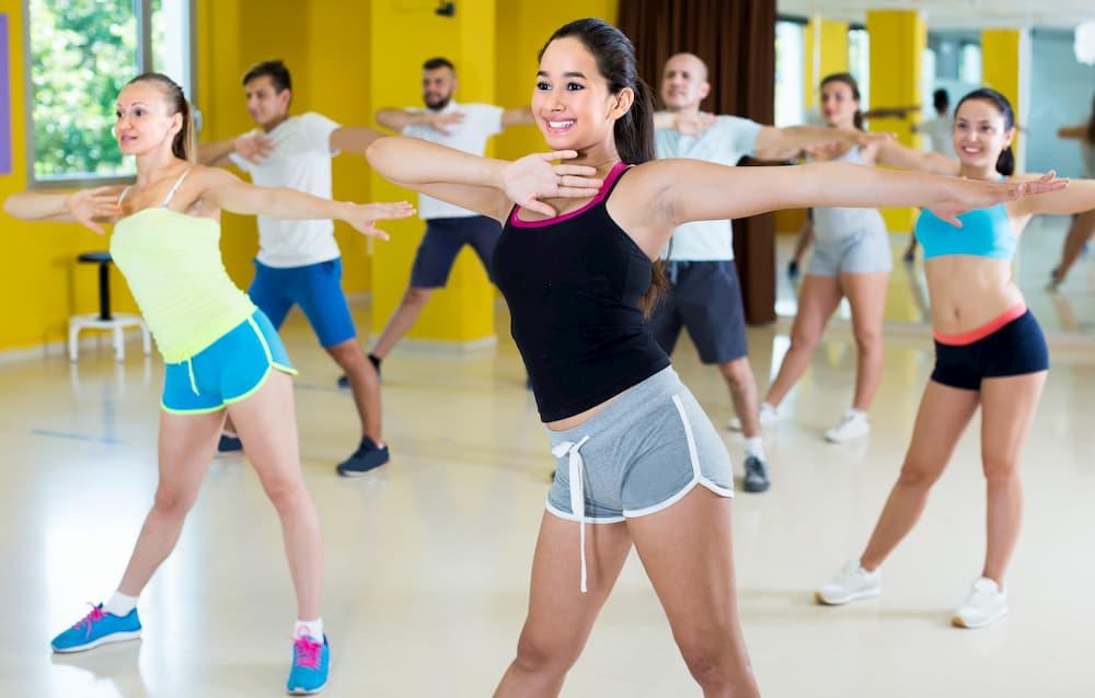 ラテン音楽のフィットネスプログラム「ズンバ」