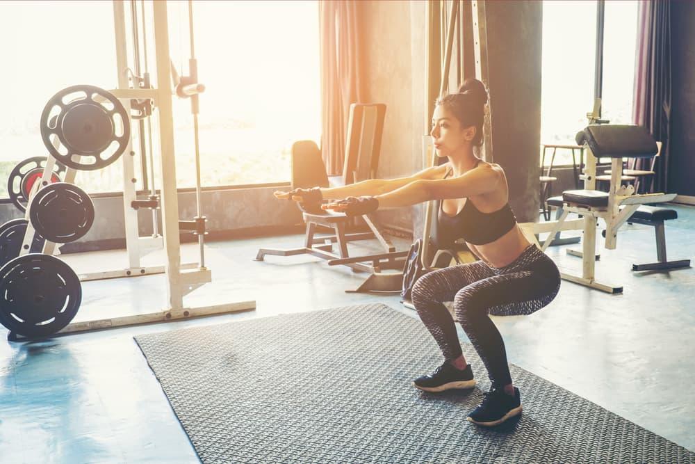 太ももとお尻の筋肉に効く!ワイドスクワット